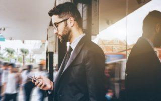 Grèves: les applications qu'il faut installer sur son smartphone