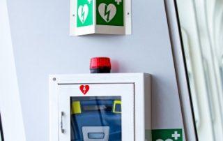 Des défibrillateurs cardiaques dans les lieux recevant du public